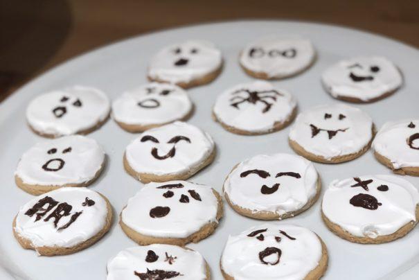 Πώς να φτιάξετε μπισκότα φάντασμα με βανίλια για το Halloween
